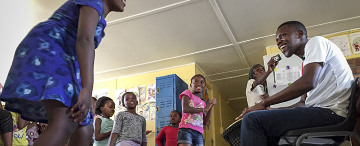 Agri's Got Talent 2014 winner Ayabonga Mhobo engages with children at the Norsa centre in Mbekweni near Wellington. Picture: Aletta Gardner/EWN