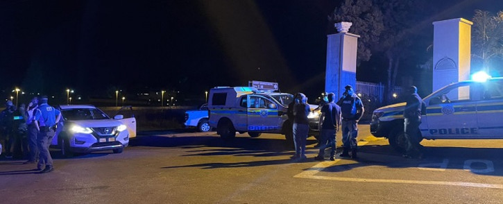 FILE: Police seen outside the St George's hotel where Defence Minister Thandi Modise, Minister in the Presidency Mondli Gungubele and Deputy Minister of Defence Thabang Makwetla  were held hostage by former liberation combatants on 14 October 2021. Picture: Veronica Mokhoali/Eyewitness News.