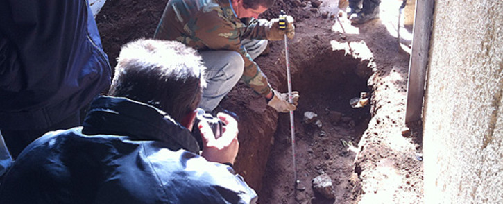 FILE: Forensic experts excavate Betty Ketani's grave. Picture: Alex Eliseev/EWN