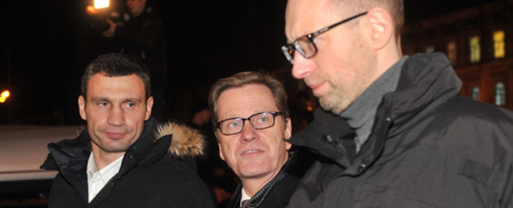 German Foreign Minister Guido Westerwelle (C), leader of the Ukrainian opposition party UDAR (PUNCH) Vitaly Klitschko (L) and leader of the Ukrainian opposition party Batkivshyna Arseniy Yatsenyk (R) in Kiev on 4 December, 2013. Picture: AFP.