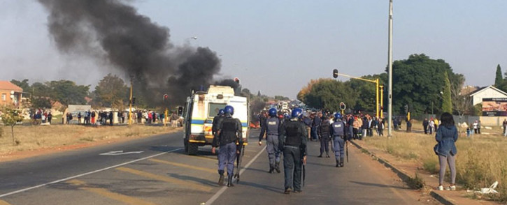 Police gear up to disperse protesters in Ennerdale and clean the road. Picture: Mia Lindeque/EWN