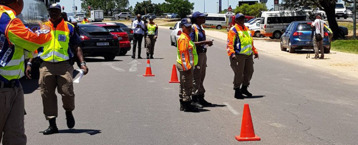 JMPD officers at a roadblock. Picture: @AsktheChiefJMPD/Twitter