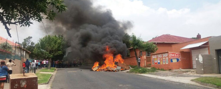 FILE: Residents in Rosettenville have destroyed property belonging to alleged drug dealers and brothel owners in the area. Picture: @MichaelSun168.