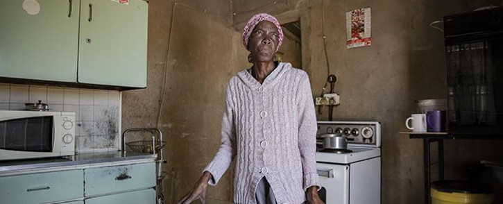 A Boipatong resident complains about having to live with raw sewage. Picture: Sethembiso Zulu/EWN