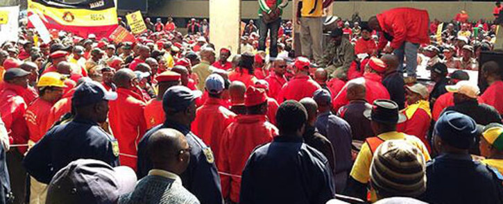 At least 21,000 workers in the gold sector are still on strike after some accepted a new wage offer.