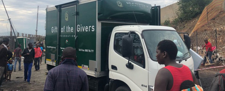 The Gift of the Givers distribute hampers in Alexandra on 10 December 2018 after a fire ripped through the informal settlement on 6 December 2018. Picture: EWN