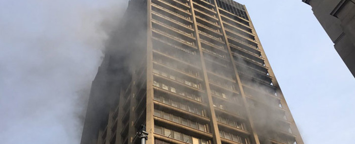The government building in Johannesburg CBD that is still on fire on 6 September 2018. Picture: Christa Eybers/EWN