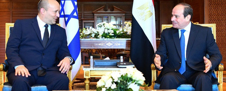 A handout picture released by the Egyptian Presidency on September 13, 2021, shows Egyptian President Abdel Fattah al-Sisi (R) meeting with Israeli Prime Minister Naftali Bennett in the Egyptian Red Sea resort town of Sharm El-Sheikh. Picture: AFP.