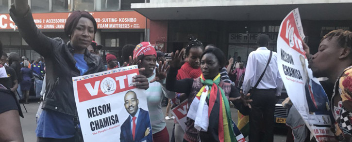FILE:  This crowd in Harare is celebrating a win by the MDC declaring its leader Nelson Chamisa the new president of Zimbabwe. Picture: Masechaba Sefularo/EWN