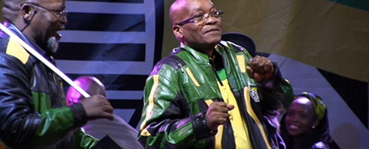 ANC secretary general Gwede Mantashe (L) watches asPresident Jacob Zuma (R) dances at the ANC victory celebrations in the Johannesburg CBD on 10 May 2014 following the party's comprehensive win in the 2014 national elections. Picture: Reinart Toerien/EWN