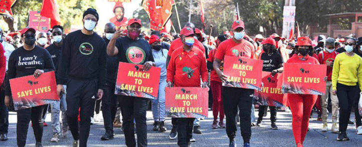 The Economic freedom Fighters marched to SAHPRA's offices on 25 June 2021 demanding it approve the use of Sinovac and Sputnik V vaccines in South Africa. Picture: @EFFSouthAfrica/Twitter.