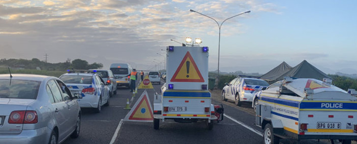A roadblock on the N2 near Somerset West, on the outskirts of Cape Town. Picture: @MadikizelaBongz/Twitter