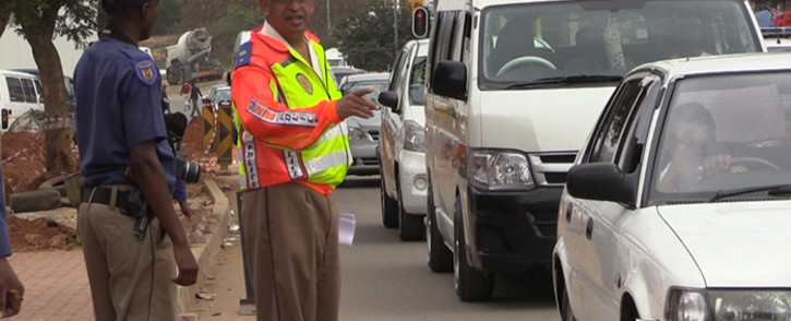 Johannesburg Metro Police Spokesperson Wayne Minnaar directs traffic during an Easter road safety operation in Alexandra, 31 March 2015. Picture: Vumani Mkhize.