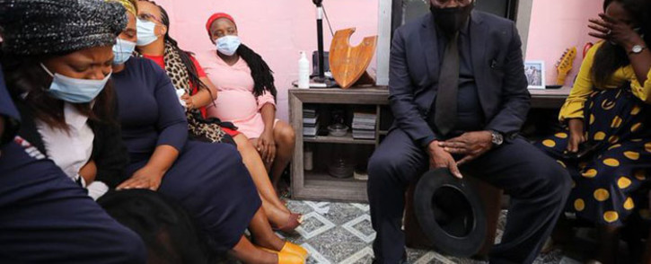 Police Minister Bheki Cele visited the grieving family of 46-year-old Sgt Mnakwazo Mdoko who was shot and killed while on patrol in Bloekombos, alongside his partner Sgt Breakfast. Picture: Twitter/@SAPoliceService