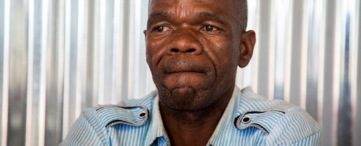 The father of the slain 16-year-old  Matlhomola Mosweu, Saki Dingake, almost tears up during an interview with EWN in Coligny on 18 May 2017. Picture: Reinart Toerien/EWN