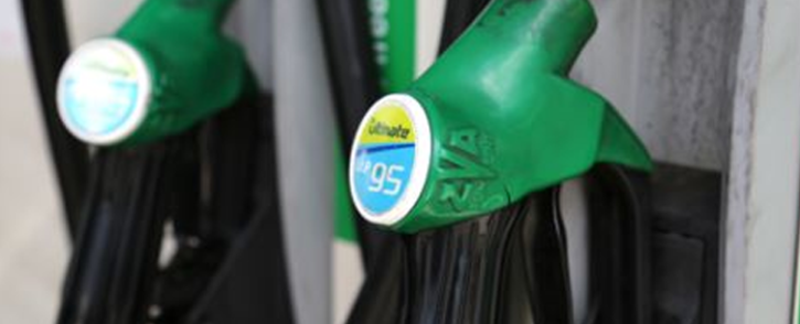 FILE: At midnight all grades of petrol will drop by 69 cents per litre, while Diesel will cost you 54 cents less. Picture: EWN