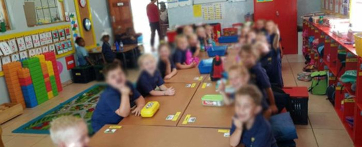 An image circulating on social media which shows black and white children seated at separate tables at Laerskool Schweizer-Reneke.