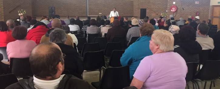 Kraaifontein residents gathered at the community hall to discuss safety measures in the wake of gang violence in the area that saw two teenage girls killed. Picture: Monique Mortlock/EWN.