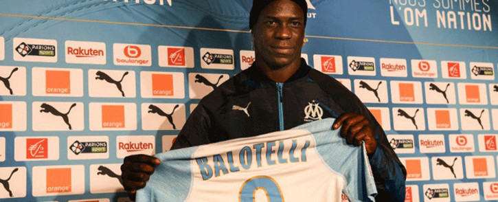 Olympique de Marseille new forward, Italian Mario Balotelli, shows his new jersey on January 22, 2019, at the Robert-Louis Dreyfus stadium in the southern port city of Marseille. Picture: AFP.
