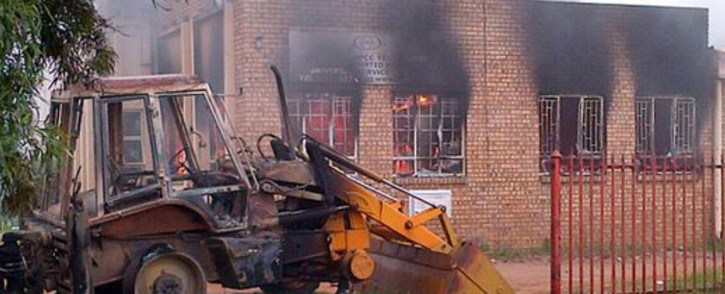 FILE: A municipal building and satellite police station is torched by angry protesters in Bronkhorstspruit. Picture: SAPS.