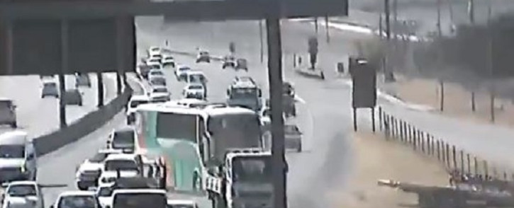 A screenshot of the video of a bus that rolled back into fast-flowing traffic. Picture: @SANRAL_za/Twitter