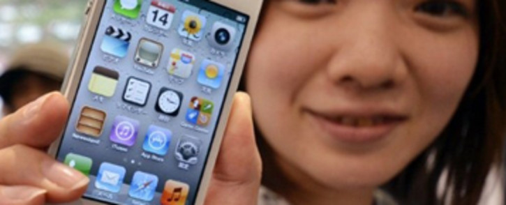 Apple Inc and Samsung Electronics have agreed on a mediated session before the major court clash in March over smartphone patents.