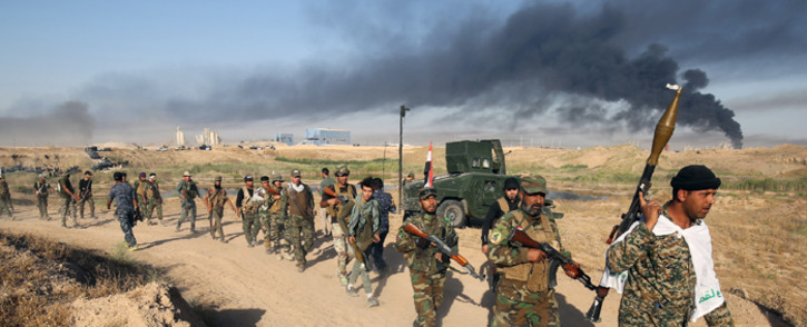 FILE: Iraqi pro-government forces advance towards the city of Falluja on 23 May 2016 as part of a major assault to retake the city from the Islamic State group. Picture: AFP.