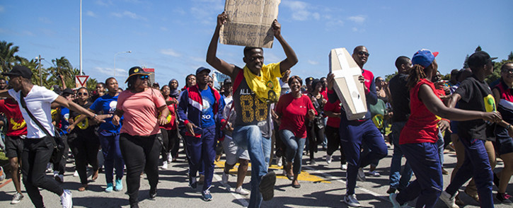 Nelson Mandela Metropolitan University students march on campus against fee hikes. Picture: Thomas Holder/EWN