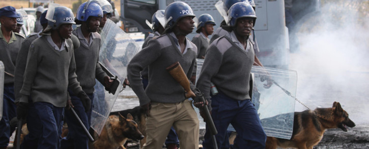 FILE: Zimbabwe riot police in Harare. Picture: AFP