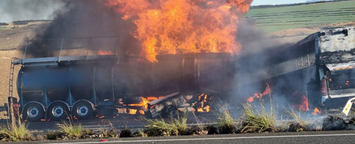 A tanker, carrying a hazardous substance, caught fire following a multi-vehicle crash on the N3 in Hidcote on 11 May 2021. Picture: @Netcare911_sa/Twitter