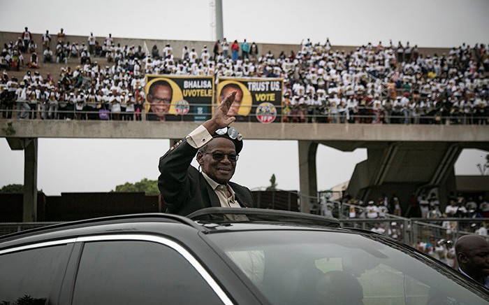 IFP leader Mangosuthu Buthelezi greets supporters at Chatsworth stadium during the launch of the party's 2019 election manifesto. Picture: Picture: Sethembiso Zulu/EWN.
