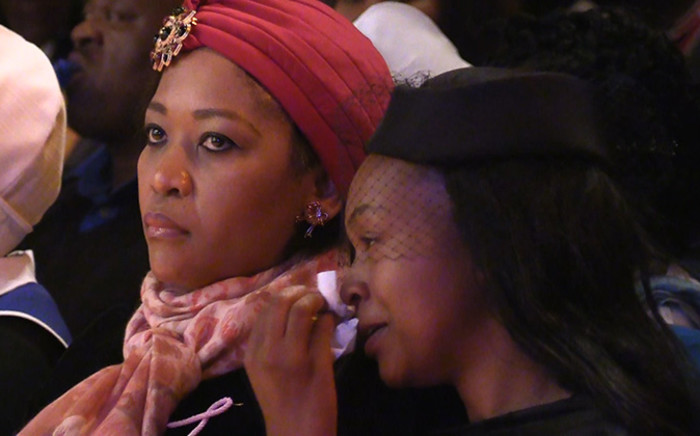 Senzo Meyiwa's widow Mandisa Mkhize wipes away the tears during her late husband's memeorial service at the Durban City Hall, Friday 31 October 2014. Picture: Vumani Mkhize/EWN.