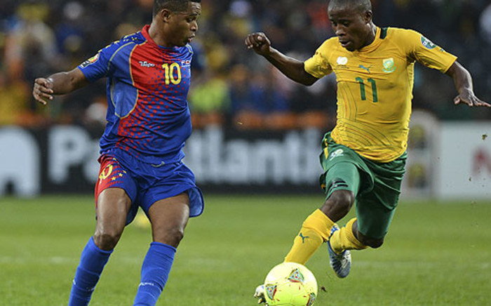 Cape Verde forward Heldon vies with Thabo Matlaba during 2013 African Cup of Nations on 19 January 19. AFP/Francisco Leong