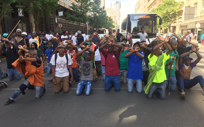 TUT students seat in the middle of a road in Pretoria CBD during a protest against the arrest of some students. Picture: Kgothatso Mogale/EWN.