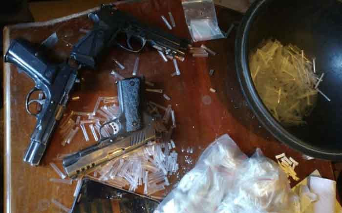 Drugs and pistols seized by members of the anti-gang unit in the Western Cape following a tipoff. Picture: SAPS.