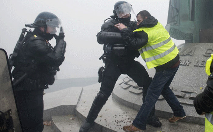 FILE: French riot police clash with a protester wearing yellow vest (gilets jaunes) as they protest against rising costs of living they blame on high taxes in Nantes, on 15 December, 2018. Picture: AFP.