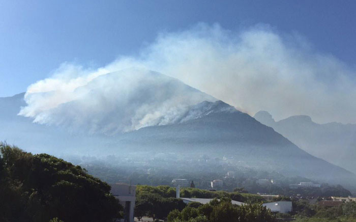 Muizenberg fire rages on for the third day on 3 March 2015. Picture: Aletta Gardner/EWN