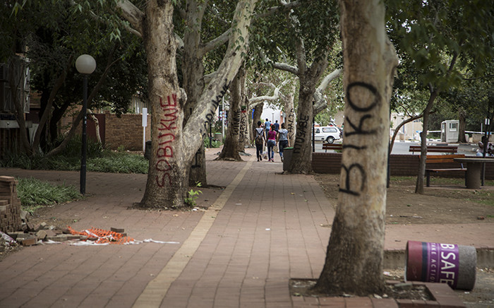 FILE: Protesting students spray painted names of various African leaders on trees at the University of the Free State's Bloemfontein campus over what they call a lack of transformation at the university. Picture: Reinart Toerien/EWN.