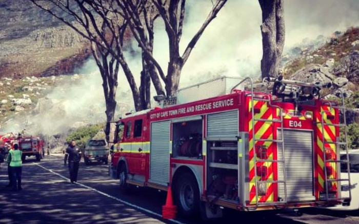 Cape firefighting crew responding to a fire along Tafelberg Road on Table Mountain. Picture: Twitter/@OranjeKloofCID.