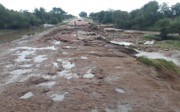 Commissioner of the SAPS in Limpopo Lt Gen Ledwaba has on Thursday, visited the Villa Nora Policing area outside Lephalale in the Waterberg District following the temporary closure of the Villa Nora Police station due to flood damage in the area.  Picture: Twitter/@SAPoliceService
