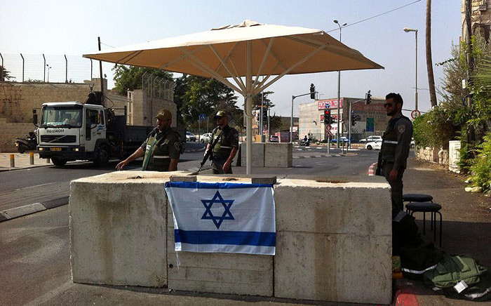 FILE: Israeli border policeman at entrance of Abu tor neighborhood in Jerusalem, occupied Palestine on 19 October 2015. Picture: @MickyRosenfeld/Twitter.