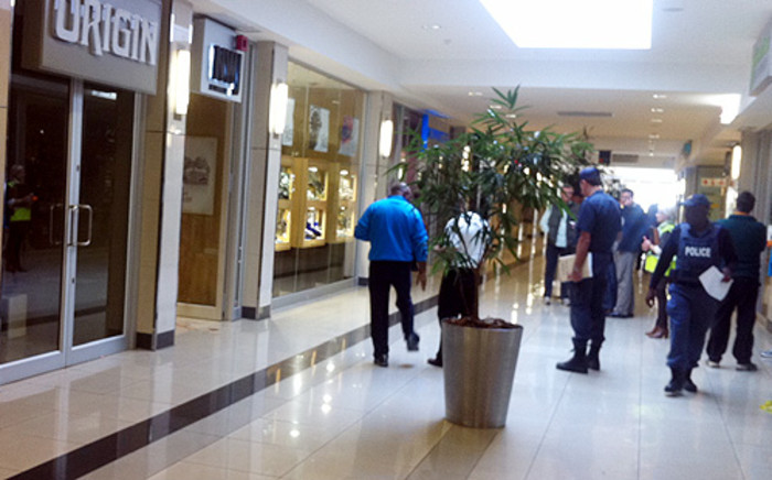 Police comb the scene after an armed robbery at NWJ jewellery store in Randridge Mall. Picture: Theo Nkonki/EWN