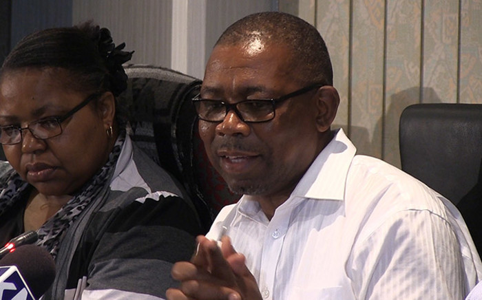 FILE: Congres of South African Trade Unions general secretary Bheki Ntshalintshali (right). Picture: Reinart Toerien/EWN