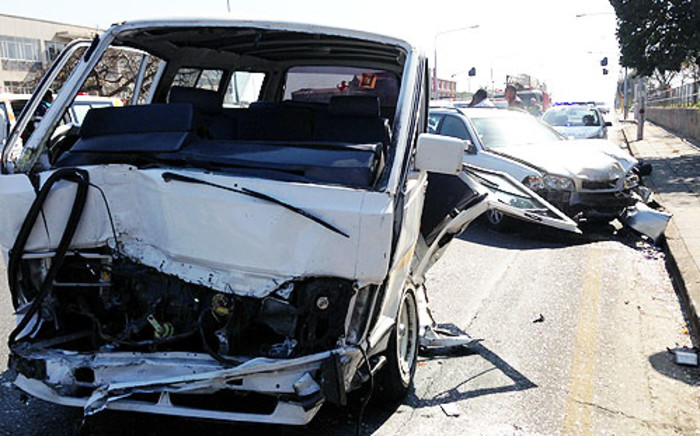 FILE: Three people were killed and 22 were injured when a taxi and a bakkie collided on the Old Vereeniging Road on Sunday 05 january 2014. Picture: Sebabatso Mosamo/EWN