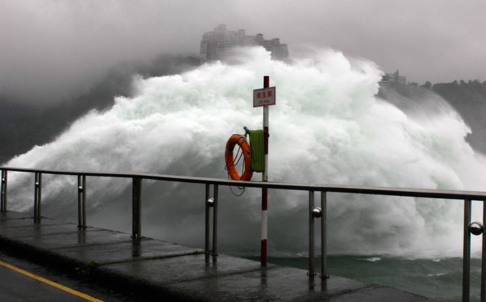 The photo shows a grand sight in Taiwan's northern Shihmen Dam, Taoyuan county, northern Taiwan, 27 September 2007 as the authorities release water due to heavy rains brought by Typhoon Mitag. Picture: AFP
