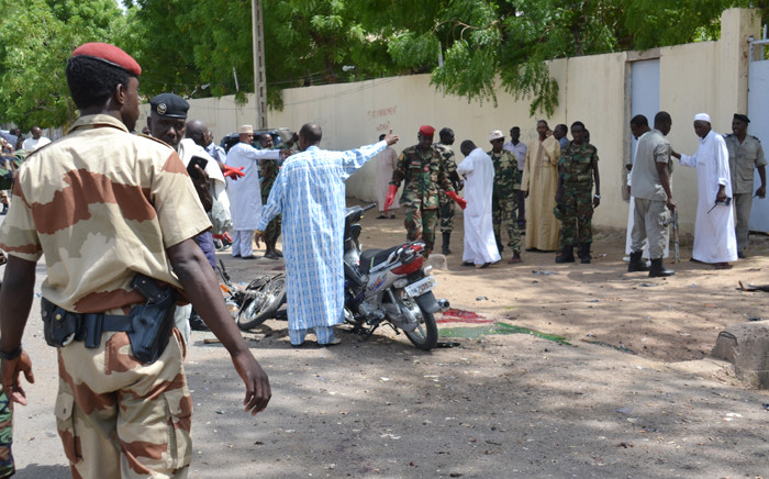 A picture taken on 15 June, 2015 shows police forces and soldiers in front of the police headquarters in N'Djamena, in which 23 were killed along with a simultaneous attack. Picture: AFP.