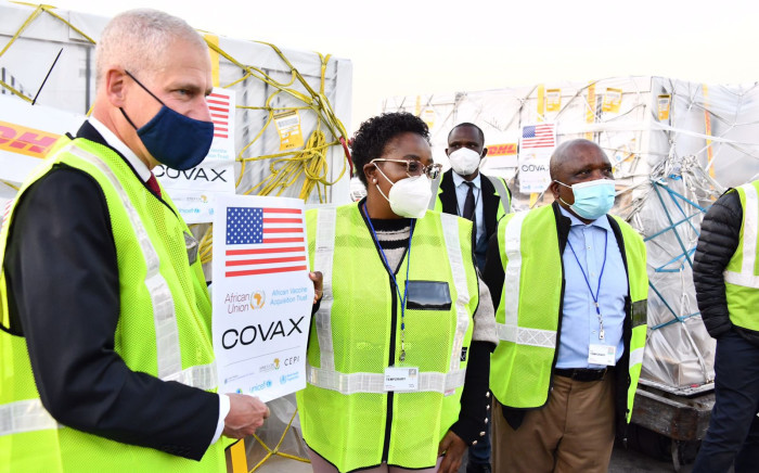 Acting Minister of Health, Mmamoloko Kubayi joined by Health Deputy Minister Dr Joe Phaahla and Chief of Mission at US Embassy Todd Haskell receives 2.8 million Pfizer vaccine doses at the OR Tambo International Airport on 31 July 2021,. Picture: Twitter/@HealthZA