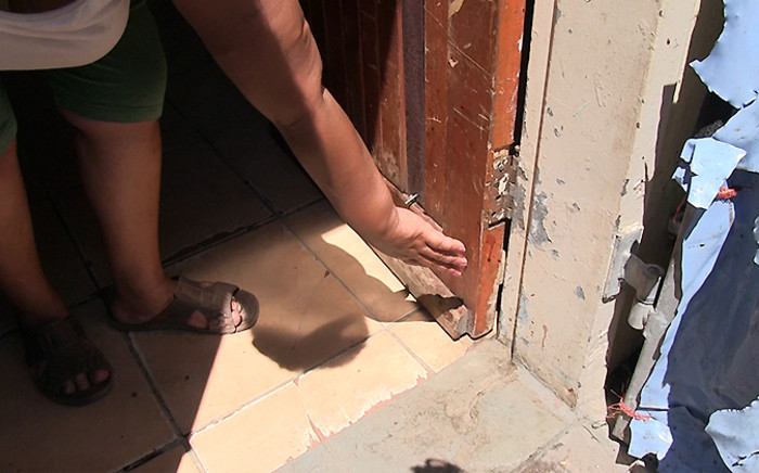 Uitsig resident Elmarie Coetzee points to dried blood left over after wounded teenager Luciano Davids fled into her house on 25 November 2014. Picture: Aletta Gardner/EWN