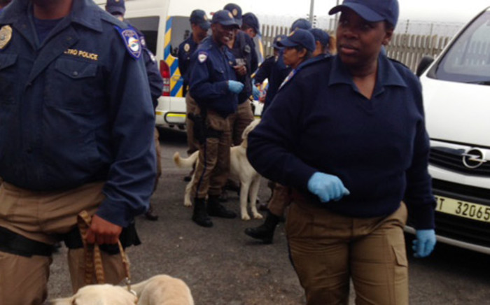 FILE: Cape Town Metro police officials carried out drug raids at Walmer Secondary School in 2014. Picture: Lauren Isaacs/EWN.