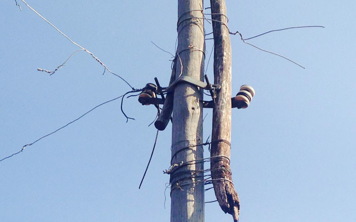 FILE: Stolen transformer on homemade electricity pole in Protea South, Soweto. Locals call this a spider web. Picture: Masego Rahlaga/EWN.